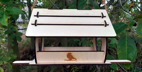 Vogelhaus Holz Natur rund Winter Vögel Nussbaum